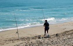 Pêcheur de vague déferlante Photos stock