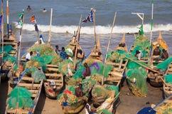 Pêcheur en plage de coût de cap, Ghana images libres de droits