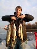 Pêcheur et beaucoup de poissons Photographie stock libre de droits