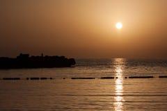 Pêcheur et coucher du soleil Image stock