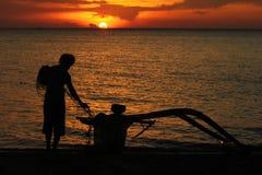 Pêcheur et coucher du soleil Images libres de droits