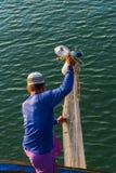 Pêcheur musulman Fishing Nets, mer d'Andaman outre de la côte, Ranong Thaïlande du sud photos libres de droits