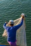 Pêcheur musulman Fishing Nets, mer d'Andaman outre de la côte, Ranong Thaïlande du sud photo libre de droits