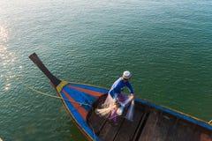 Pêcheur musulman Fishing Nets, mer d'Andaman outre de la côte, Ranong Thaïlande du sud image libre de droits
