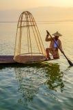 Pêcheur sur le lac Inle, Shan, Myanmar Photos libres de droits