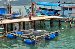 Pêcheur sur le pilier avec la rotation Photos libres de droits