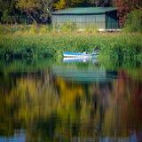 Pêcheur sur un bateau photographie stock libre de droits