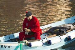 Pêcheur sur un bateau - Vernazza Ligurie Italie Images stock
