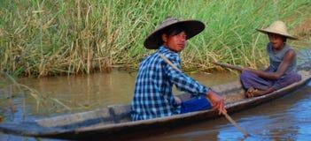 Pêcheurs asiatiques du sud-est Photos stock