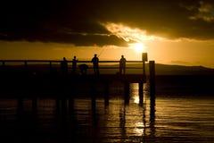 Pêcheurs au coucher du soleil Photographie stock libre de droits