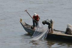 Pêcheurs au fleuve de Mekong photo stock