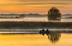 Pêcheurs au matin image stock