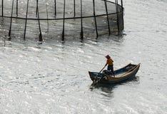 Pêcheurs, bateaux et filets photo libre de droits