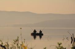 Pêcheurs dans un bateau Image libre de droits