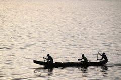 Pêcheurs dans un bateau Photographie stock libre de droits
