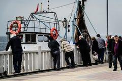Pêcheurs de ville de Cinarcik Photographie stock libre de droits
