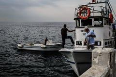 Pêcheurs de ville de Cinarcik Images libres de droits