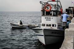 Pêcheurs de ville de Cinarcik Image libre de droits