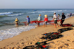 Pêcheurs, Mui Ne, Vietnam Images libres de droits