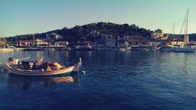 Pêcheurs près d'île de Meganisi Photo stock
