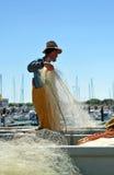 Pêcheurs préparant des filets dans le port, Chipiona, Cadix, Espagne photographie stock libre de droits