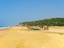 Pêcheurs sur la côte de l'Océan Indien photographie stock libre de droits