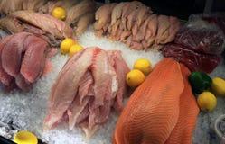 Pêchez à un marché de poissons Images libres de droits
