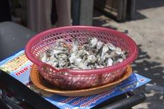 Pêchez en vente sur le marché de Siem Reap Photographie stock