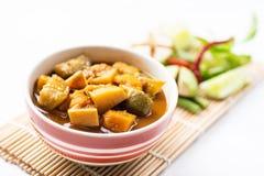 Pêchez la soupe aigre à organes, nourriture thaïlandaise du sud photos stock