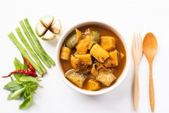 Pêchez la soupe aigre à organes, nourriture thaïlandaise du sud image libre de droits