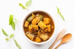 Pêchez la soupe aigre à organes, nourriture thaïlandaise du sud image stock