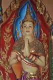 Pêchez la statue dans le nonthaburi buakwan Thaïlande de wat de temple Photo stock