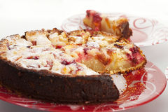 Pêssego do gourmet e bolo da framboesa Imagem de Stock