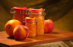 Pêssegos & doce de fruta de laranjas Fotografia de Stock Royalty Free