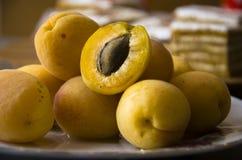 Pêssegos frescos Fotos de Stock