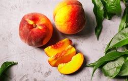 Pêssegos frescos, fundo do fruto do pêssego, pêssegos doces, grupo de p Imagens de Stock