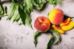 Pêssegos frescos, fundo do fruto do pêssego, pêssegos doces, grupo de p Fotografia de Stock Royalty Free