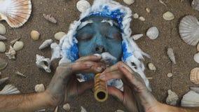 Pífano azul del rey de mar almacen de video