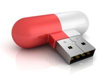 Píldora roja de memoria USB del concepto en el fondo blanco Imagenes de archivo