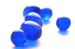 Píldoras abstractas en color azul foto de archivo