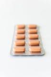 Píldoras anaranjadas en ampolla Imagen de archivo libre de regalías