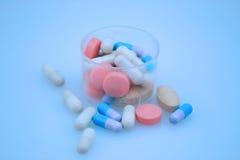 Píldoras azules imagen de archivo libre de regalías