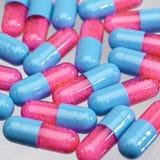 Píldoras azules y rosadas Imagen de archivo