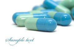 Píldoras azulverdes Imágenes de archivo libres de regalías