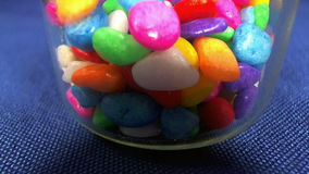 Píldoras coloreadas almacen de metraje de vídeo