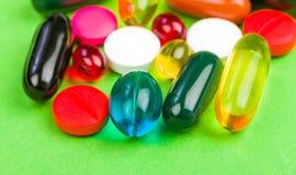 Píldoras coloridas Foto de archivo libre de regalías