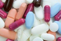 Píldoras coloridas Fotografía de archivo