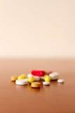 Píldoras coloridas de la medicina Foto de archivo