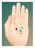 Píldoras coloridas a disposición Fotografía de archivo libre de regalías
