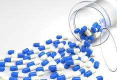 Píldoras 3d que se derraman fuera de la botella de píldora Fotos de archivo